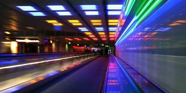 Experimentelle Langzeitbelichtung im Münchner Flughafen.