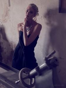indoor 09