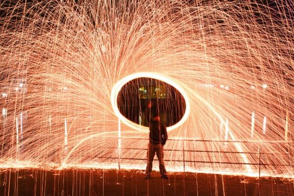 Feuerzauber mit Stahlwolle und Langzeitbelichtung