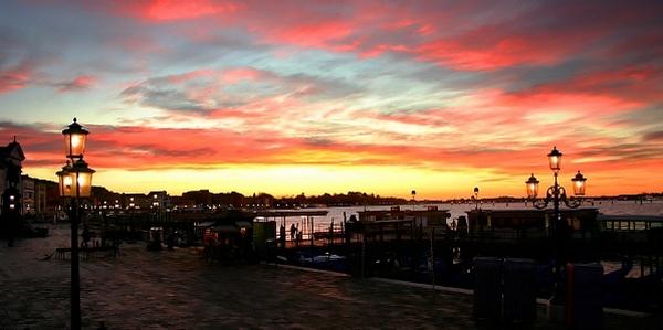 Die Mole von Venedig im Sonnenaufgang