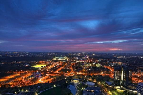 HDR-Aufnahme von Dortmund, zur blauen Stunde vom Fernsehturm aus